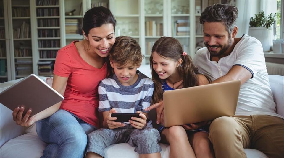 Bonus internet e PC, fino a 500 euro a famiglia: chi può chiedere il voucher